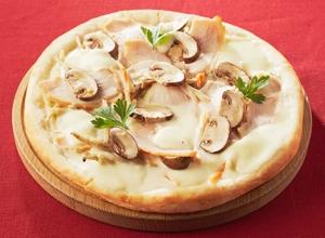 ローストチキンのクリームピザ