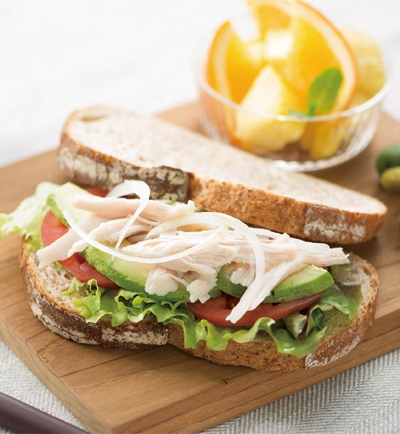 ほぐした純輝鶏サラダチキンのカンパーニュサンド レシピ画像