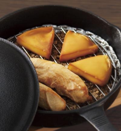 スキレットで作る スモークチーズ&ささみ レシピ画像