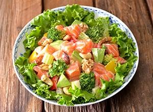グリル野菜とナッツのチョップドサーモンサラダ レシピ画像