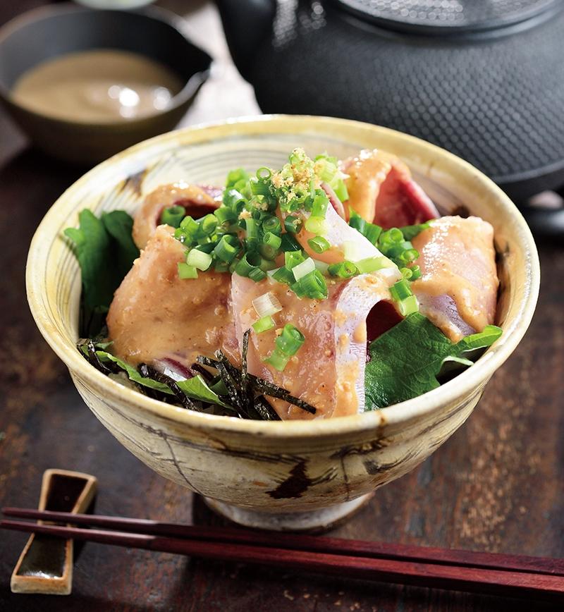 ぶりとごまだれ漬け丼 レシピ画像