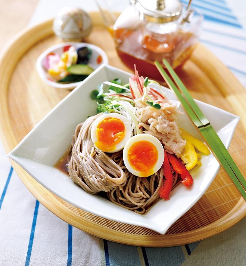 サラダチキンと彩り野菜の蕎麦 レシピ画像