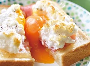 ベーコンとりんごバターのエッグインクラウド レシピ画像