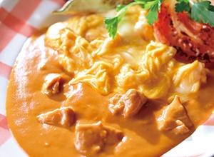 とろとろスクランブルエッグ バターチキンカレーがけ レシピ画像