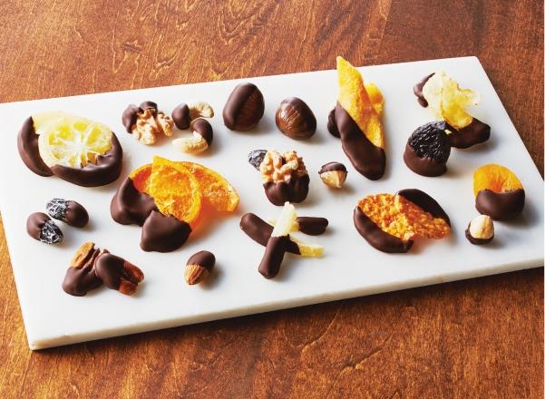ナッツやドライフルーツのコーティングチョコ メイン画像