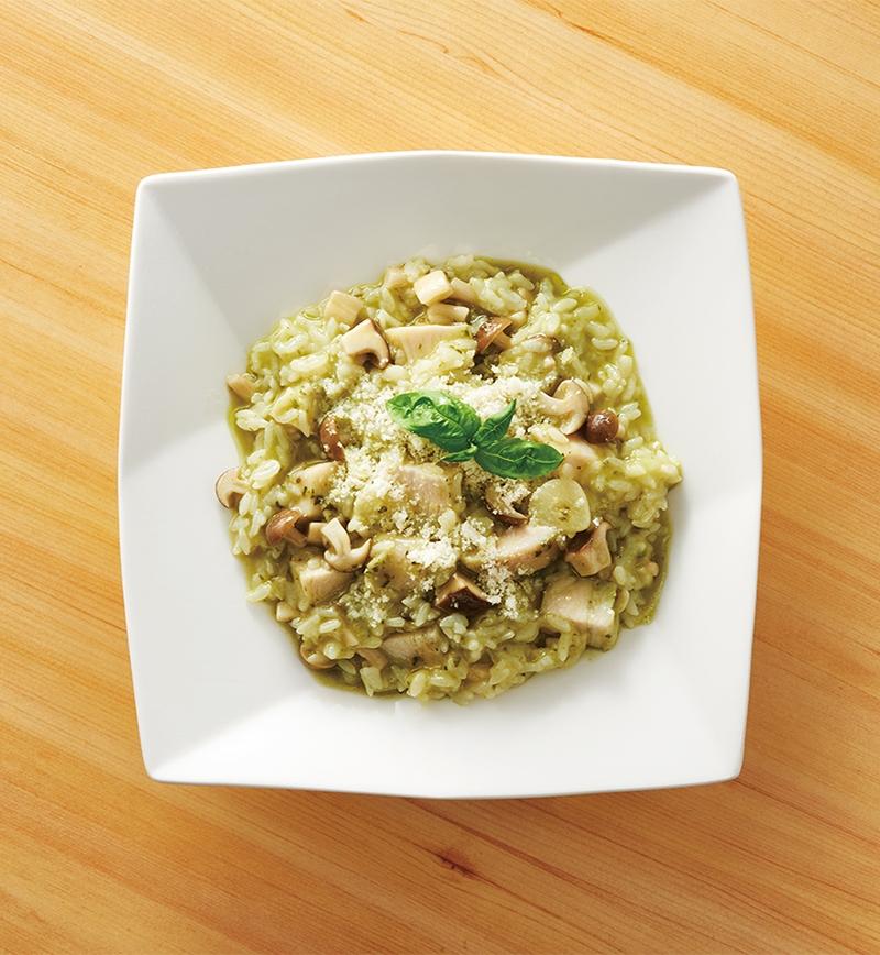 サラダチキンでつくる!バジルとチキンのきのこリゾット レシピ画像