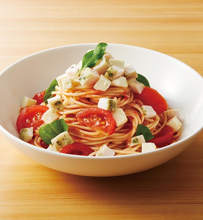 サラダチキンでつくる!トマトのビネガーソースとバジルチキンの冷製パスタ レシピ画像