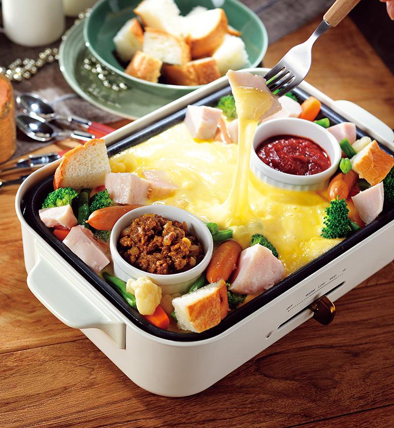 2種のソースで味チェン! 純輝鶏サラダチキンのホットプレートチーズフォンデュ レシピ画像