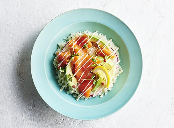 第4位 ごはんをカリフラワーに置きかえた サーモンアボカド丼 レシピ画像