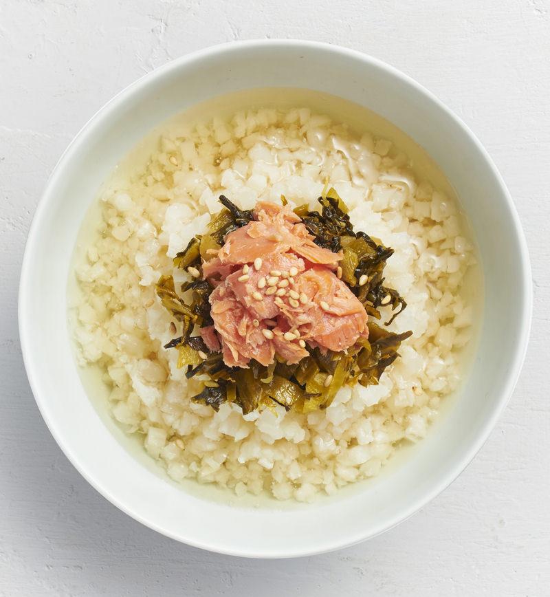 【ベジスープめし】ごはんの半分をカリフラワーに置きかえた だし茶漬け レシピ画像