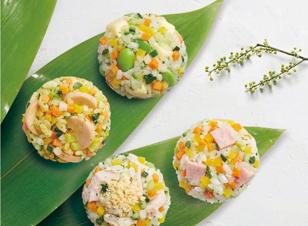 ごはんの半分を6種の彩り野菜に置きかえた おにぎり (スパム・おさかなソーセージカレー・サラダチキンと粉チーズ・枝豆とチーズ)