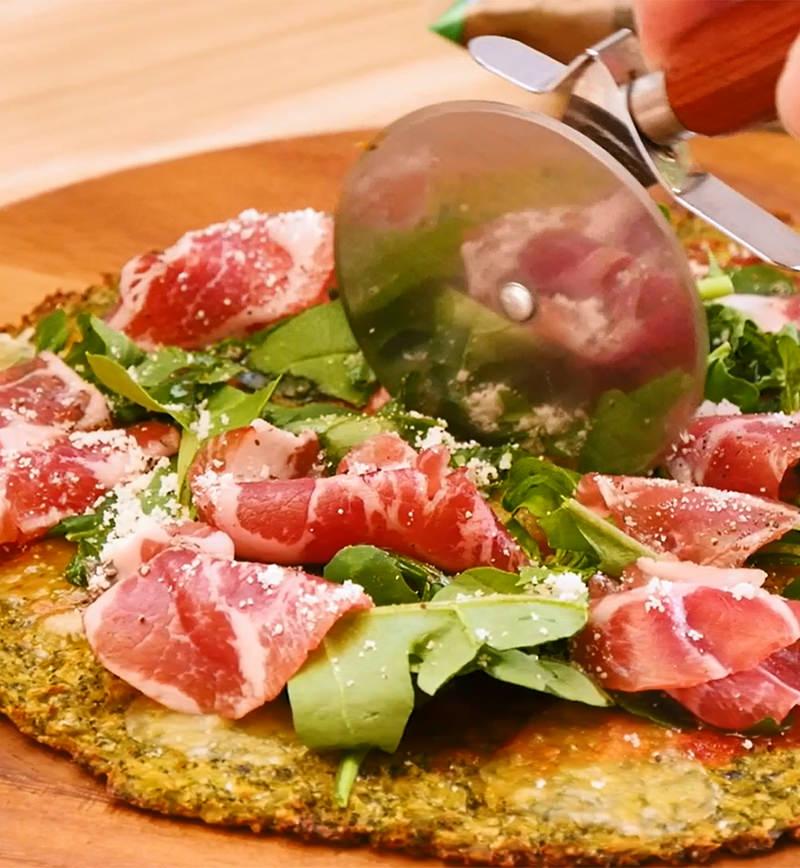 お米のかわりに食べるブロッコリーdeピザ レシピ画像