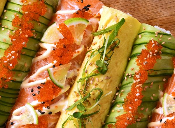 ラップで簡単!彩り華やか棒寿司 レシピ画像