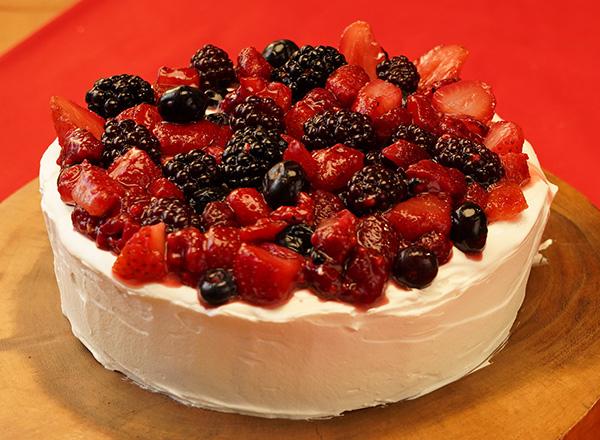 お手軽!ミックスベリーのケーキ レシピ画像