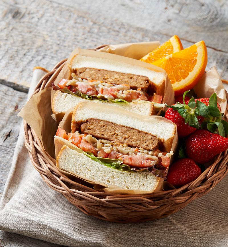 ハンバーグとごぼうサラダのサンドイッチ  レシピ画像