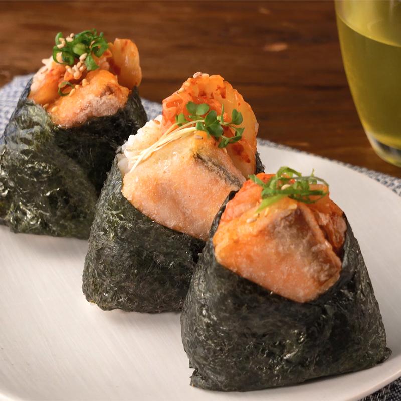 キューブ型のお魚でパパッと簡単!サーモンの天むす風おむすび レシピ画像