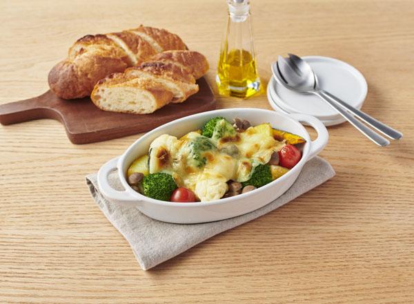豆乳のスライスチーズ風をのせたゴロゴロ野菜グラタン