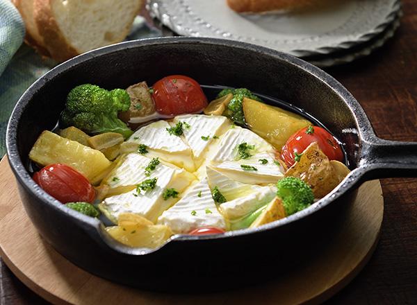 じゃがいもと丸ごとカマンベールチーズのアヒージョ メイン画像