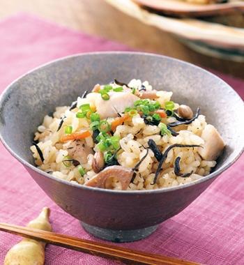 ひじき煮と鶏肉の炊き込みごはん レシピ画像