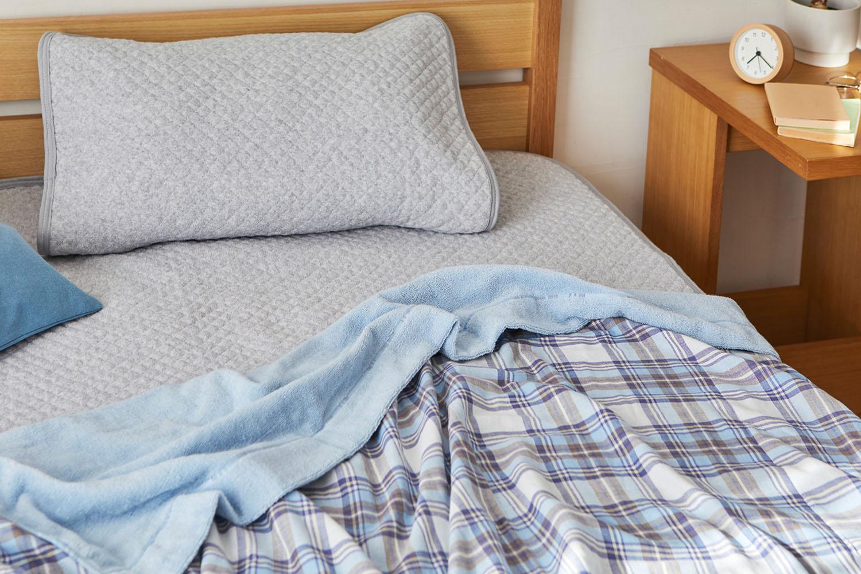 やわらかガーゼとさわやかパイルの両面使える綿100%のタオルケット。