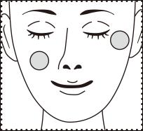 チクチクする面を頬や目尻など気になる部分に貼り、中央のマイクロニードル部分を指の腹でしっかり押さえ、お肌に密着させます。
