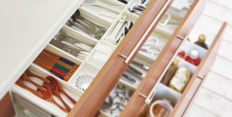 ごちゃつく小物類を、サイズ別にすっきり整頓。